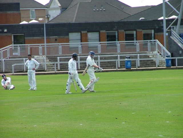 Accies stride out to bat